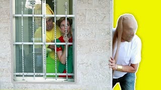 فوزي موزي وتوتي - عمو الحرامي - Thief at the door