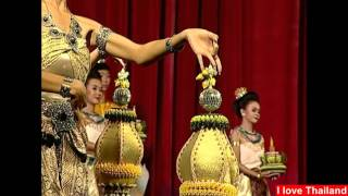 Thai traditional dance with the graceful movements of the dance : タイ舞踊 美女のしなやかな手の動き Vol.08