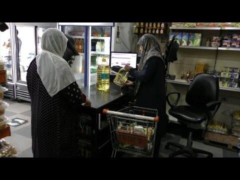 اللاجئون السوريون ينعشون عمل تجار لبنانيين صغار