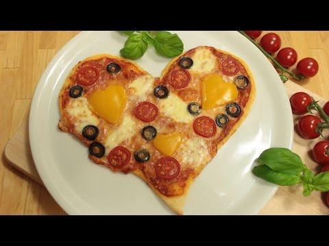 Pizza-Herz zum Valentinstag | Pizzateig | Pizzasauce