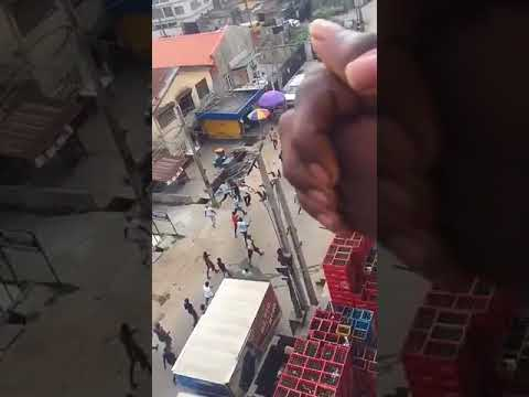 SARS officers chased by youths in Yaba