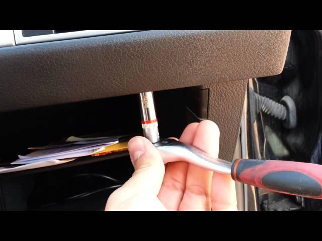 Auto Kühlschrank Handschuhfach : Audi a f handschuhfach einbauen ausbauen youtube