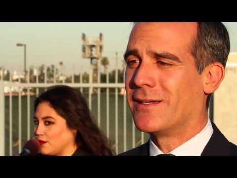 Los Angeles mayor slow jams news of highway closure