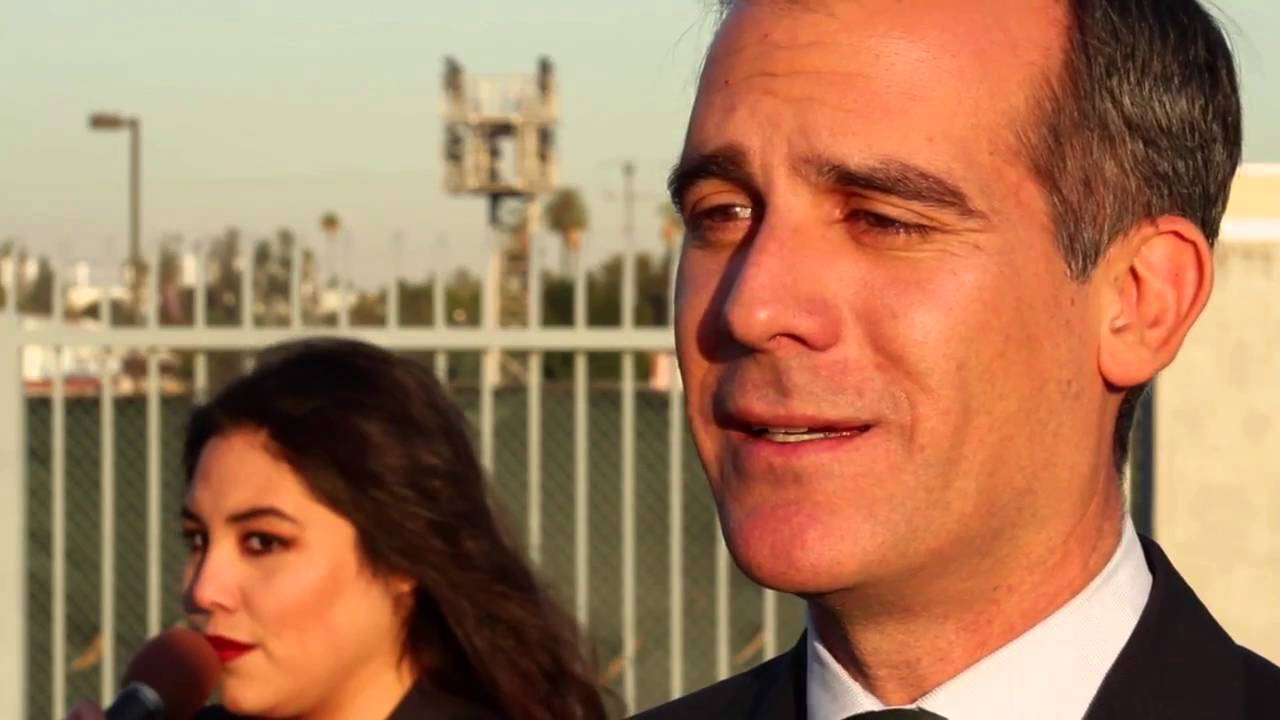 Los Angeles mayor slow jams news of highway closure