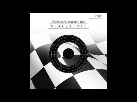 Pig & Dan, Alberto Ruiz – Scalextric (Original Stick)