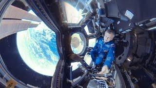 «Космос 360»: панорамное путешествие по МКС с космонавтом Андреем Борисенко(RT продолжает серию панорамных видео из космоса. В этот раз космонавт Андрей Борисенко покажет вам модуль,..., 2016-11-21T05:00:57.000Z)