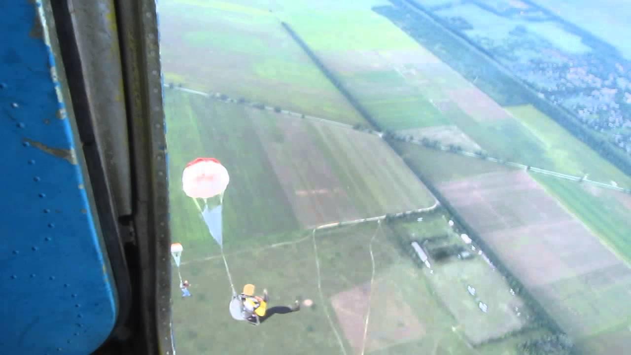 С 2000 года, когда был учрежден шяуляйский клуб парашютистов, его инструкторы и операторы накопили большой опыт работы. Поэтому услуги, предоставляемые шяуляйским клубом парашютистов, высокого качества. Прыжки с парашютом производятся из самолетов an-2 и cessna 182p.