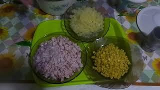 Очень бысрое приговление праздничного салата из копченой курицы, ананасов и кукурузы