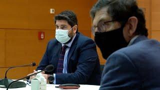 El consejero de Salud de Murcia dimite tras su polémica vacunación