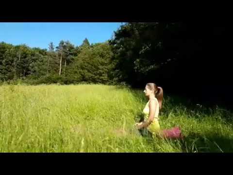 Los geht's! Yoga zum Mitmachen - mittelschwer mit Sonnengrüßen