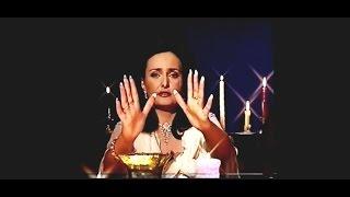 Magician with long nails Elena Ozerova 2006