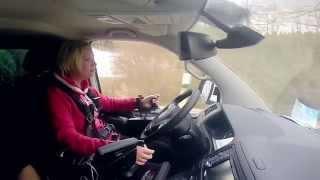 Mit Paravan einen Schritt in die Normalität: Jenny fährt wieder Auto