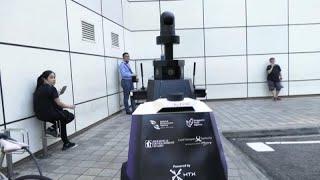 Adatvédelmi vitát váltottak ki a szingapúri robotzsaruk