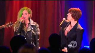 Pat Benatar et Avril Lavigne - Love Is a Battlefield.