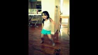 my little sister dancing LOL ; mi hermana bailando JAJAJA
