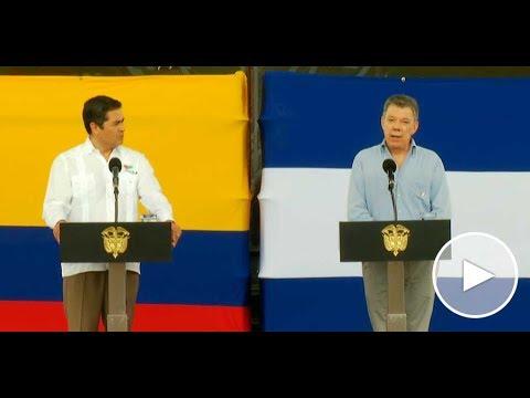 Presidentes de Colombia y Honduras al término de su visita al astillero naval de Cotecmar