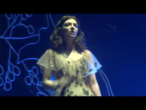 Lorde - Somebody Else (The 1975 Cover) - Live In Paris 2017