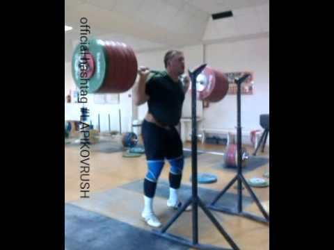 Dmitry Lapikov back squat 300kg x3 (662lbs x3) - YouTube