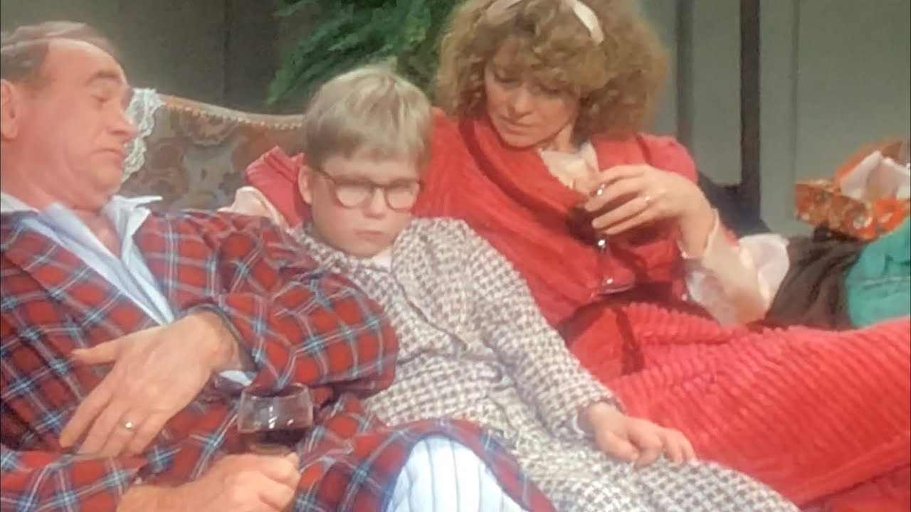 a christmas story ralphie opens up his red ryder bb gun grift from santa