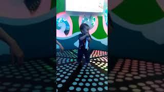 Be 11 thang hat karaoke