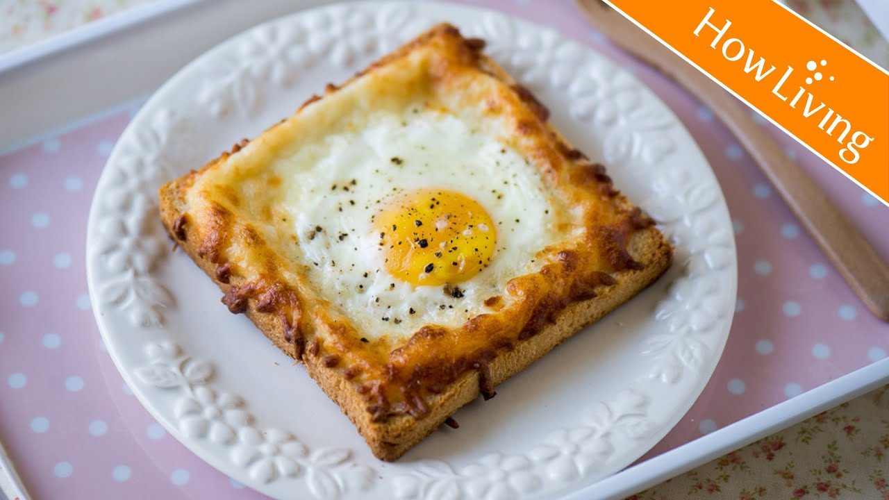 【創意料理】公雞太太焗蛋三明治 簡單早餐快速完成 Sunny Side Up Breakfast Sandwich|HowLiving美味生活 - YouTube