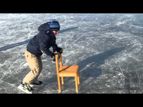 Milan op nieuwe Bauer ijshockey schaatsen