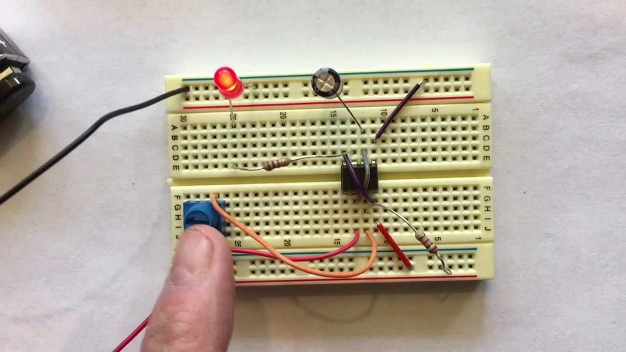 breadboard project blinking led with 555 timer and potentiometer [ 1280 x 720 Pixel ]