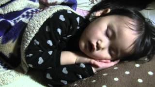 可愛らしく眠る玲美 thumbnail