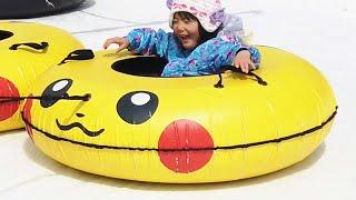 おでかけ!ピカチュウの遊び場で雪遊び!Pikachu Outdoor Playground for kids!