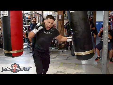 Oscar Valdez killing the heavy bag ahead of Evgeny Gradovich fight - Gradovich vs. Valdez video
