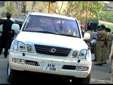 Harivansh Rai passes on: scenes from outside the Bachchan residence in Bombay