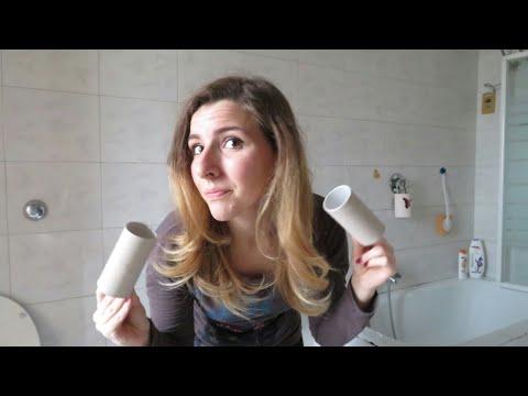 Ricci con i rotoli di carta igienica