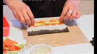 видео Готовим темпурные роллы с форелью, креветкой, тобико, сыром и огурцом