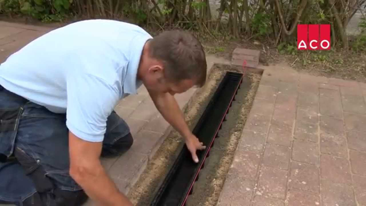 Einbau Einer Entwasserungsrinne Aco Self Hexaline Youtube