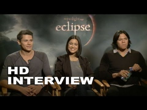 The Twilight Saga: Ese: Alex Meraz, Julia Jones, & Chaske Spencer