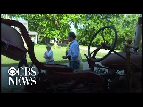Montana Gov. Steve Bullock Connects With Family On The Trail In Iowa