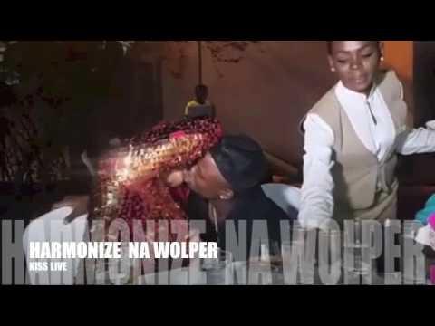 Harmonize na Wolper  Kiss live
