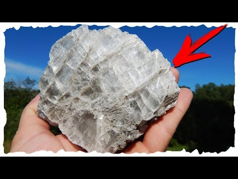 Какой минерал образует марьино стекло?