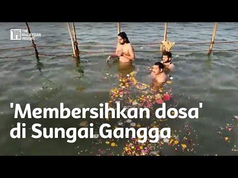 'Membersihkan dosa' di Sungai Gangga