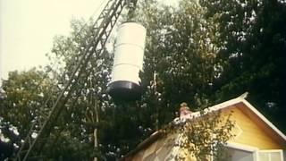 "Дача (1974) - ""Посмотри какую нам печку привезли"""