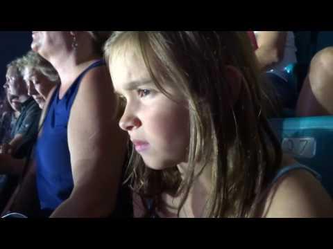 Sarah hearts Cold Play at I Heart Radio Music Festival
