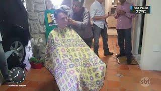 Bolsonaro visita bairro onde morava e corta o cabelo com antigo amigo | SBT Brasil (03/11/18)