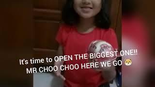 Amira dan Karim Buka Surprise Egg Kinder Joy dan Choo Choo