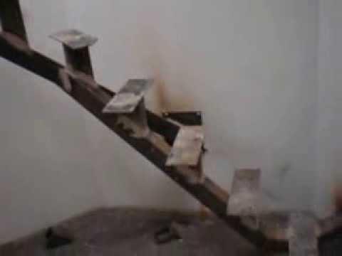 estructura para escalera con pasos de madera