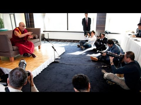 Press Meeting in Yokohama with His Holiness the Dalai Lama