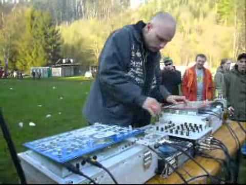 Mechoz from Metro Sound System - Live at Shot Down The Witch 2