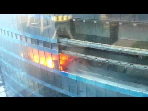 Пожар на строительных лесах в новостройке на северо