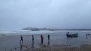Cyclone Vayu nears western India
