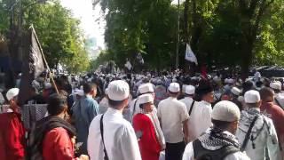 FPI Longmarch Kawal Pemeriksaan Rizieq Shihab