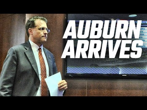 Gus Malzahn and Auburn players arrive at SEC Media Days